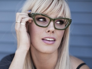 Morgan wearing Donna Rae Green friezeframes